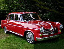 Borgward Oldtimerbus in Rot auf einem Classic car treffen