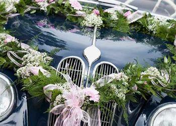 Hochzeitsauto mieten Blumenschmuck